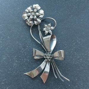 Vintage flower bouquet brooch
